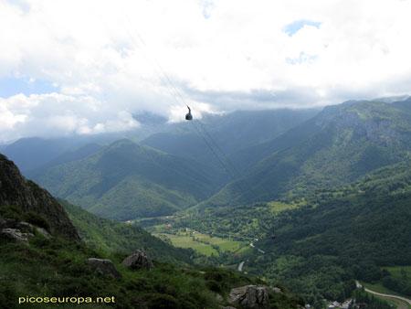 Fuente Dé y el Teleférico, Valle de Liebana, Macizo Central de Picos de Europ...