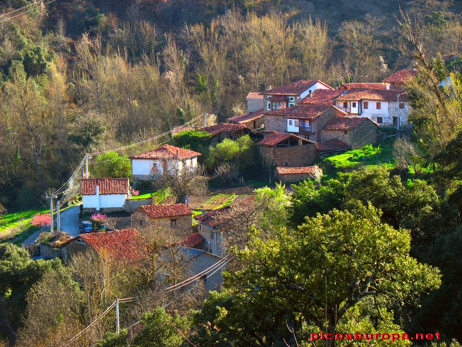 Iglesia y pueblo de piasca la liebana cantabria for Casas de pueblo en cantabria