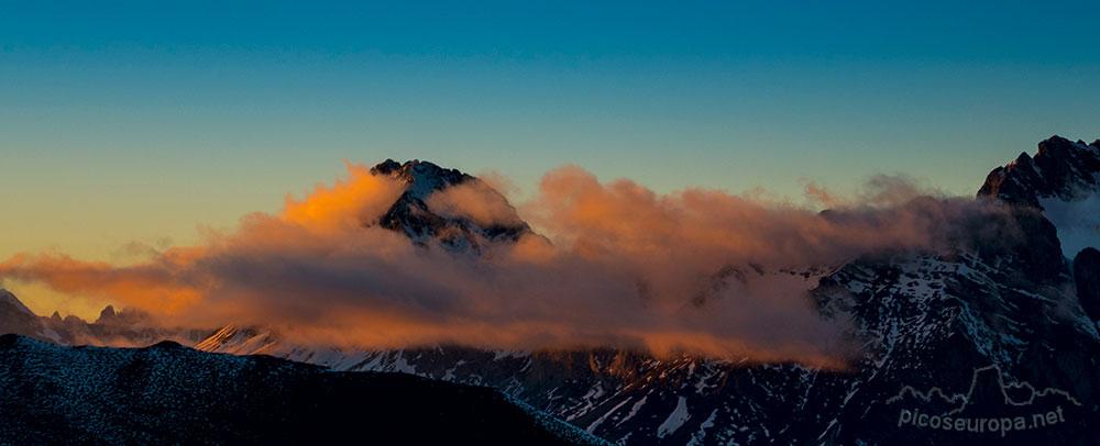 El Collado de Llesba en el Puerto de San Glorio, un mirador excepcional sobre los Picos de Europa y Cordillera Cantábrica.