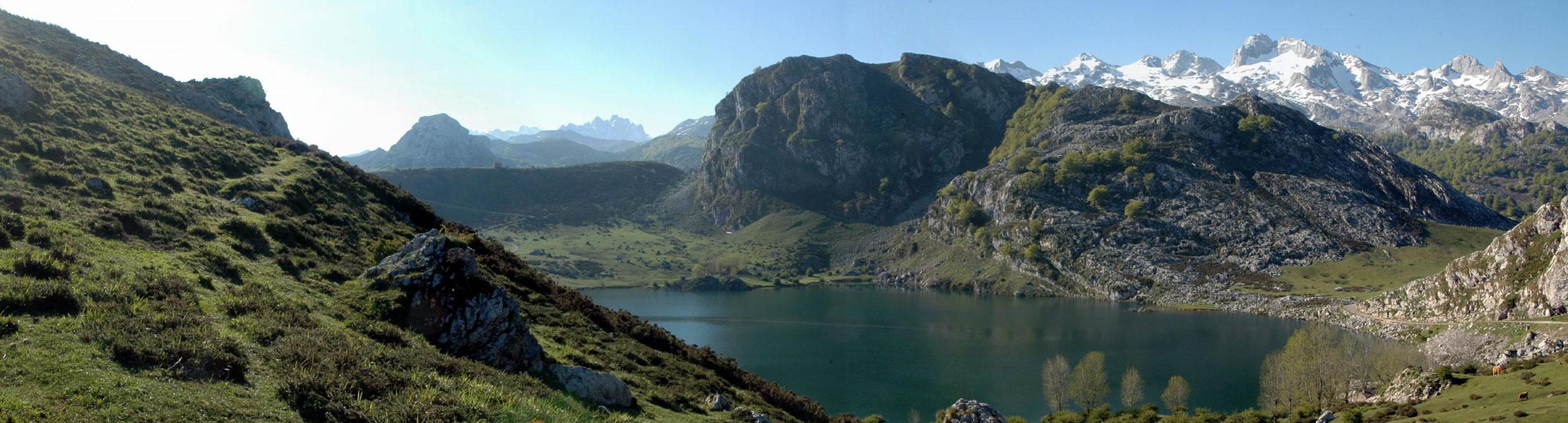 Panoramica lago enol covadonga cangas de onis asturias for Oficina turismo cangas de onis