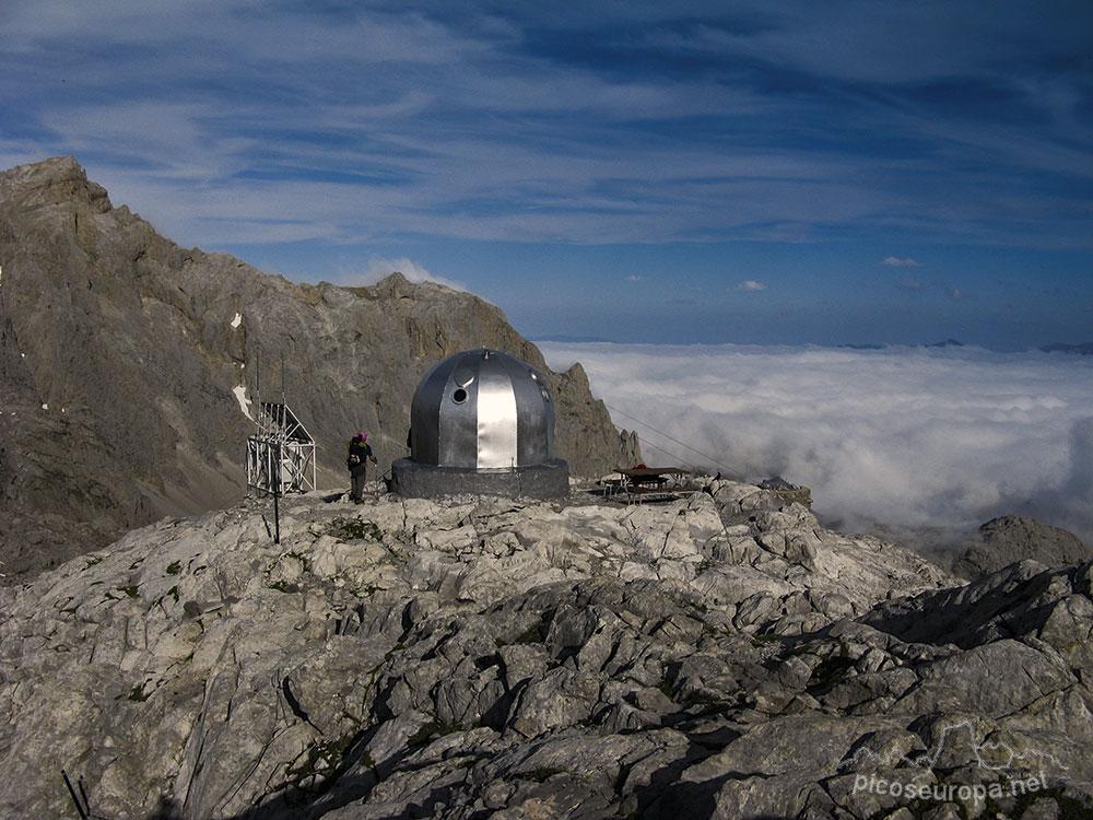 Refugio de Cabaña Verónica en el Macizo Central de Picos de Europa, Parque Nacional, Teleférico de Fuente Dé, Cantabria
