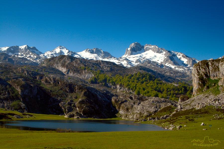 Rutas Por O Desde El Lago De La Ercina Lagos De Covadonga Asturias Macizo Occidental De Picos De Europa
