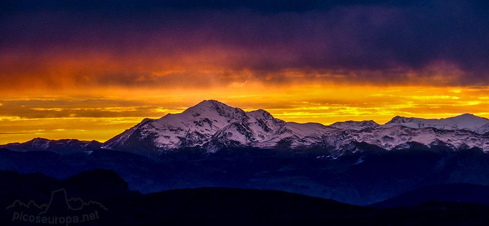 Fotos: Una puesta de sol y amanecer desde el Col de Aubisque, Gourette, Pirineos, Francia