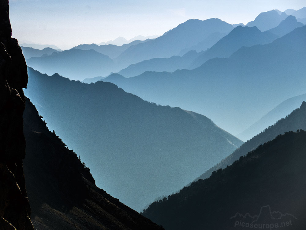 Vista desde la cumbre del Pic Neouvielle, Pirineos, Francia